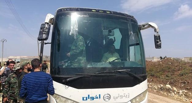 Photo of جبهة النصرة تقطع طريق حافلات كفريا والفوعة ..والمصري يستفز الأهالي