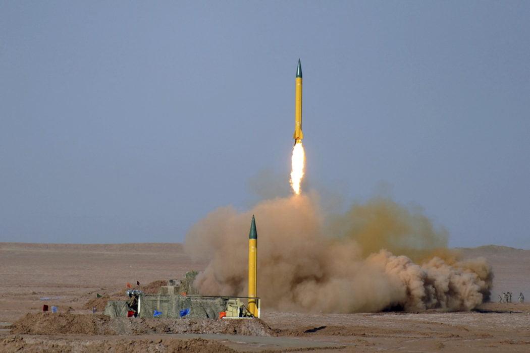 "Photo of إيران تنقل صواريخ بالستية إلى العراق ..هل باتت المواجهة مع واشنطن و""إسرائيل"" قريبة ؟"