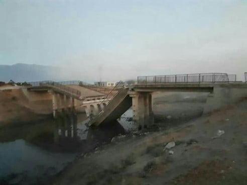 Photo of بعد تغيير موقع مسرحية الكيميائي.. الإرهابيون يفجرون جسوراً في ريف حماة