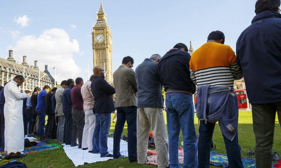 """Photo of """"وول ستريت جورنال"""" : زيارة إلى إنكلترا الإسلامية ..!!"""