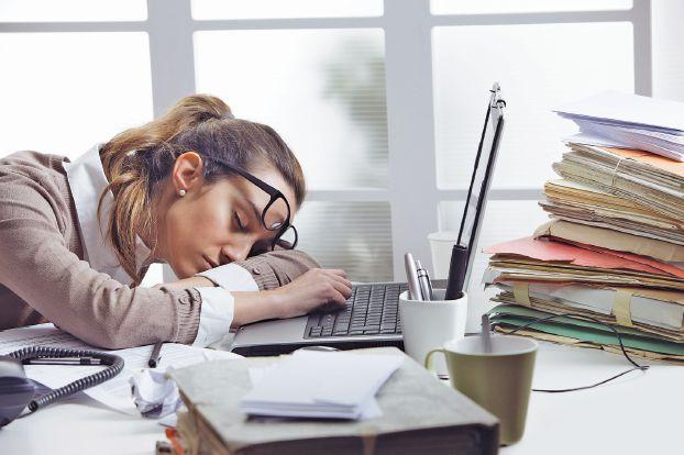 Photo of أكثر من 55 ساعة عمل في الأسبوع ستصيبك بالاكتئاب