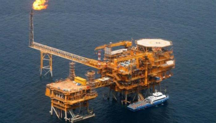 Photo of أمريكا: تلوح بالعقوبات لأية دولة ستشتري النفط الإيراني