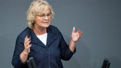Photo of وزيرة ألمانية تتلقى تهديدات بالقتل عبر الانترنت!!