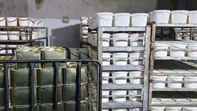 Photo of حماة.. ضبط مستودع يحوي مواد مخالفة ومعملين ينتجان الألبان باستخدام حليب البودرة