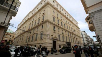 Photo of أحكام بسجن رؤساء وزراء ومسؤولين سابقين في الجزائر