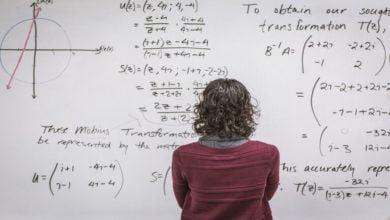 Photo of مدرس يحقق اكتشافا هاما قد يغيّر طرق تعليم الرياضيات