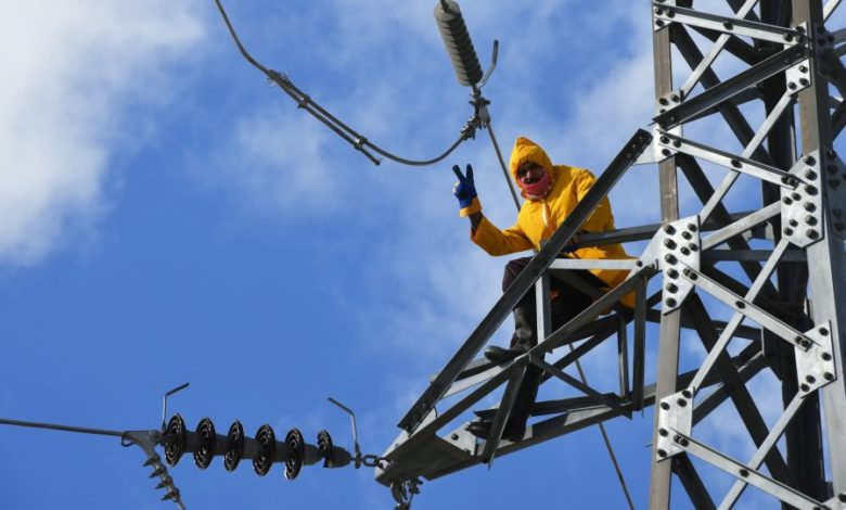 Photo of معاون وزير الكهرباء السوري يعد بتحسين الأوضاع الكهربائية خلال الفترة المقبلة