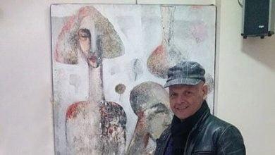 "Photo of محي الدين حمصي.. يترك للمتلقين أن يحكوا قصة لوحته ""رجل ورجل"" ولا يضيره اختلاف الآراء"