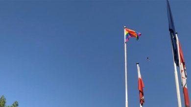 Photo of علم المثليين جنسياً يرتفع في بغداد ويُشعل الجدل في العراق ..