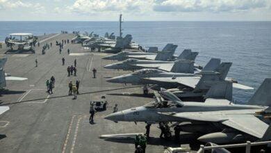 Photo of واشنطن سترسل حاملتي طائرات إلى بحر الصين الجنوبي حيث تجري بكين مناورات