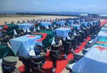 Photo of الجزائر: في مراسم استقبال رسمية..وصول رفات 24 مقاتلاً جزائرياً ضد الاستعمار الفرنسي