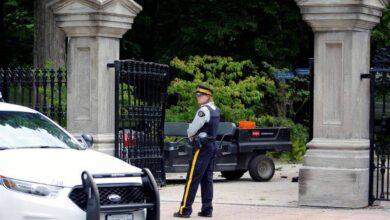 Photo of الشرطة الكندية تقبض على رجل مسلح قرب منزل رئيس الوزراء