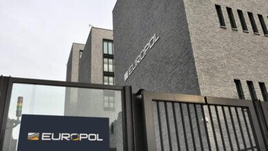Photo of الشرطة الأوروبية تخترق شبكة اتّصالات للجريمة المنظمة