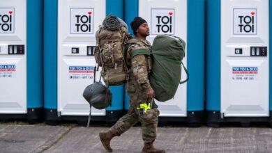 Photo of لماذا يُبعد ترامب قواته عن الحدود الروسية؟