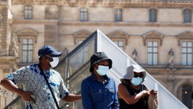 Photo of باريس تفرض وضع كمامة في المناطق المزدحمة مع تزايد حالات الإصابة بكورونا