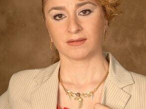 Photo of د. نسرين زريق .. يدٌ ممدودة بالخير، وعينٌ تقاوم المخرز