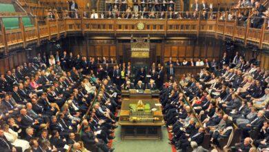 Photo of النواب البريطانيون يطالبون الحكومة بإطلاعهم على إجراءات قيود كورونا