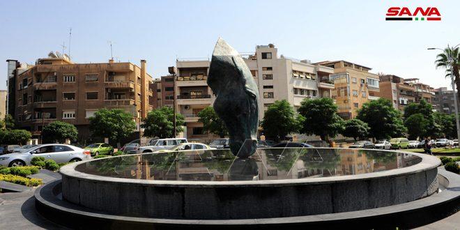 Photo of مشرفاً على أحياء دمشق… نحت لحصان بروح سورية يشرب من مائها