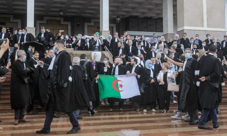 Photo of إضراب لأعضاء منظمة محامي الجزائر للمطالبة باستقلالية القضاء