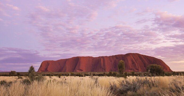 "Photo of موقع ""أولورو"" الأسترالي الشهير غير متاح للزيارة"